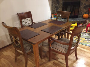 4 Hekman Dining Chairs and pine wood table