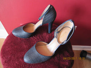 Womens shoes size 9.5 Navy pump heels