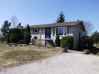 BUNGALOW NEAR COBBLE BEACH WITH VIEW OF GEORGIAN BAY!