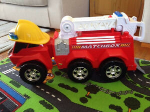 Matchbox Giant Ride On Fire Engine Truck / Camion de Pompier