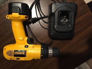 Drill DeWalt battery & charger and case