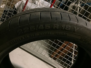 One Run-flat all-season Continental 225/45R 18 West Island Greater Montréal image 1