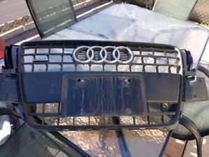 2009 to 2011 Audi a5  or a4 grill  $120