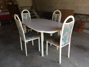 Table and chairs Cambridge Kitchener Area image 2