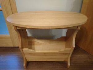 Table à café avec rangement pour revue en bois franc