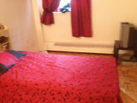 bed (very clean with 3 drawer)  lit avec3tiroirs propre