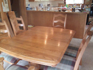 Oak Dining Room Table & Hutch
