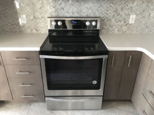 Brand New!! Whirlpool SS Glass-top Electric Stove