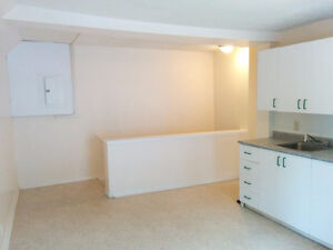 2 bedrooms,Great location, Hull downtown