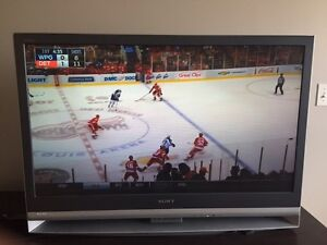 """Sony 42"""" HD LCD television  London Ontario image 3"""