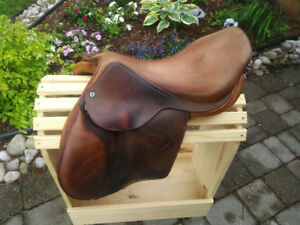 Lovely 16.5 Childeric ATM Saddle