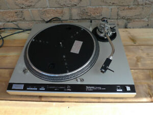 Technics 1600 MK ii Turntable