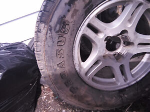 2pairs of tires on Ford expedition rims