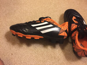 Adidas Soccer shoes for 5 yes old