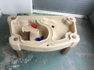 Water/Sand table with lid