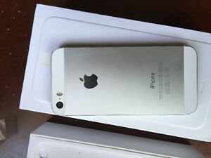 Selling iPhone 5s 16gb with virgin phones in mint shape!