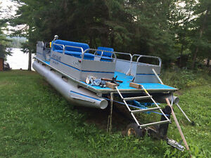 22 foot Pontoon Boat with Motor & Trailer