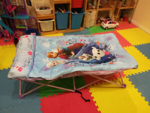 2 girls' foldable cots in A bag.