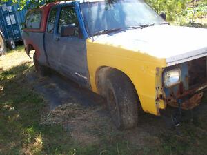 1984 GMC S-10 trucks to 2002 parting out  519-738-0166