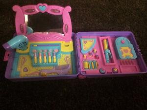Play suitcase salon set