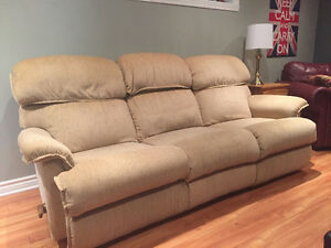 Couch & loveseat (matching La-Z Boy recliners) West Island Greater Montréal image 4