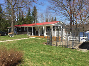 minutes from Ottawa, Cottage/Home with stunning views