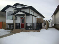 JUST LISTED IN PINNACLE RIDGE!! Fully finished Bi-level!!