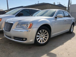 2012 CHRYSLER 300 HAS 168474 KMS KEYLESS ENTRY ALLOY WHEELS !