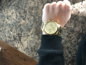Gorgeous gold Michael Kors watch in great condition!