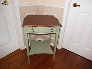 BASIL GREEN LAMP TABLE WITH WALNUT TOP