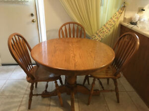 Priced to Sell!  Solid Oak Dining Table and Chairs