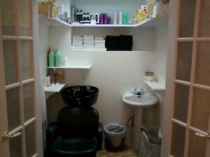 Chaise et lavabo de coiffure à vendre
