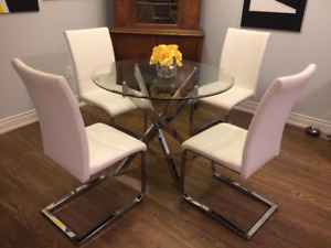 Modern Dining Set: White Leather, Glass and Chrome !
