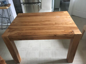 Table en bois naturel