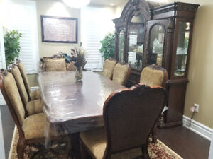 Traditional style Dining room furniture