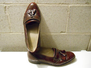 MEN`S SIZE 10 1/2 LEATHER SHOES