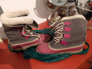 Sorel Winter Purple Boots in very good condition