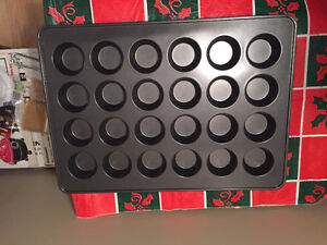 MUFFIN PAN - LARGE (24 CUPCAKES) - CALL ONLY, NO EMAILS