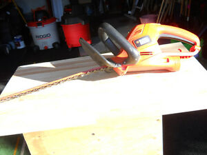 Hedge Trimmer 18 in  Black and Decker electric like new