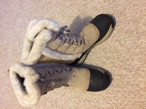 Size 10 attractive winter boots