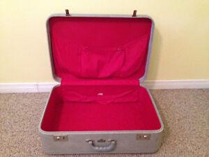 Excellent Condition Vintage Suitcase Stratford Kitchener Area image 2