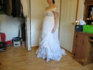 Wedding dress-Vintage style, use with a parasol, very pretty.
