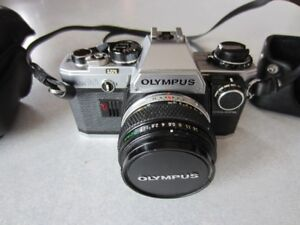 CAMERA  OLYMPUS OM-10 (ANALOGUE)  35MM !!! $135 NÉGOCIABLE