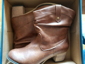 Denver Hayes Womens leather boots size 9