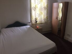Nice double room in zone 3 leytonstone very close to the tube station.
