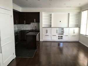 2BRM Condo Townhouse- Professionally Managed, Near the Lake!!