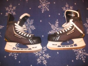 PAIR OF BAUER SUPREME PRO SKATES SIZE 8 IN EXCELLENT CONDITION