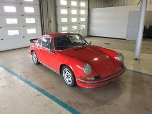 Looking for/cherche Porsche 911