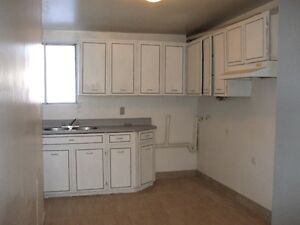 Lachine renovated 4 1/2 - washer dryer outlets semi-basement