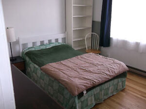 Crémazie metro, Opposite Ahuntsic College, URGENT AVAILABLE NOW
